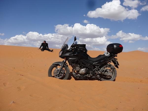 Pustynia offroad Suzuki V-strom 650 offroad Maroko