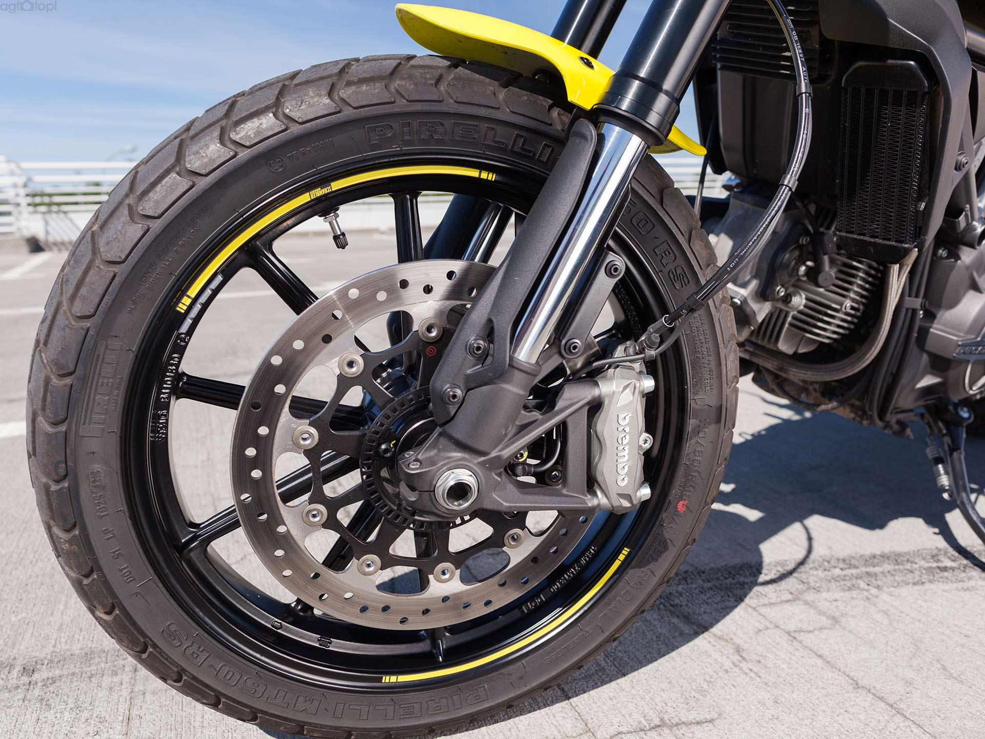 ducati_scrambler_hamulce_motocyklicznie