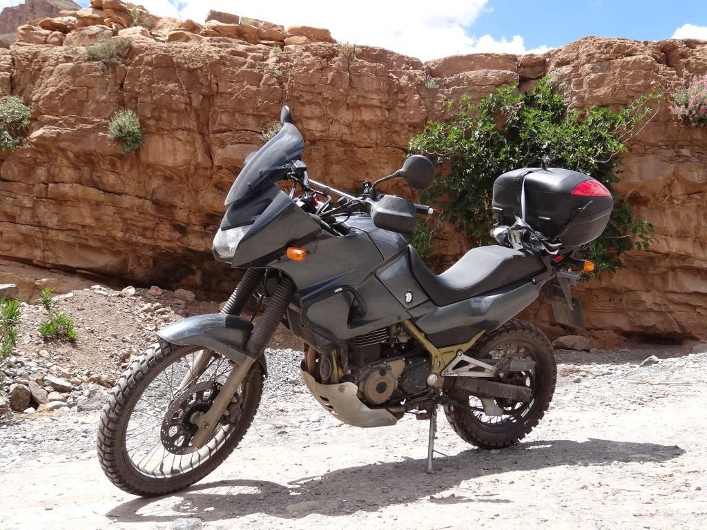 kufer_centralny_topcase_kle500_motocyklicznie.jpg