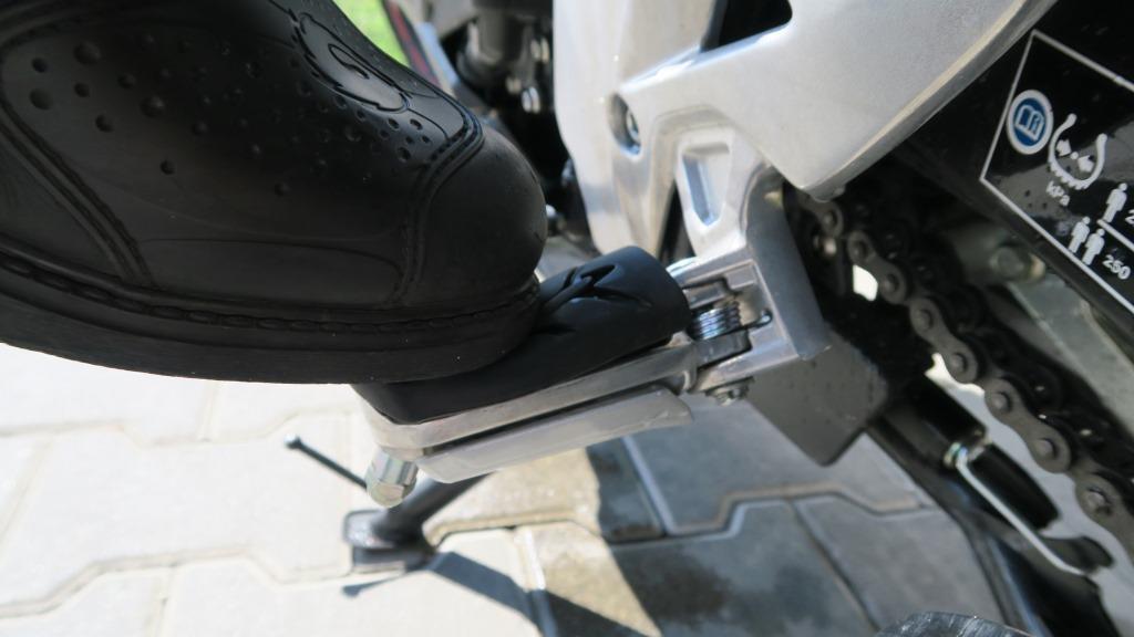 HondaCB500x_gumy_pod_stopkami_motocyklicznie