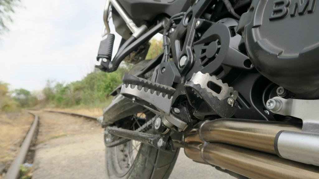 bmw_8f800gs_kolcowane_podnozki_motocyklicznie