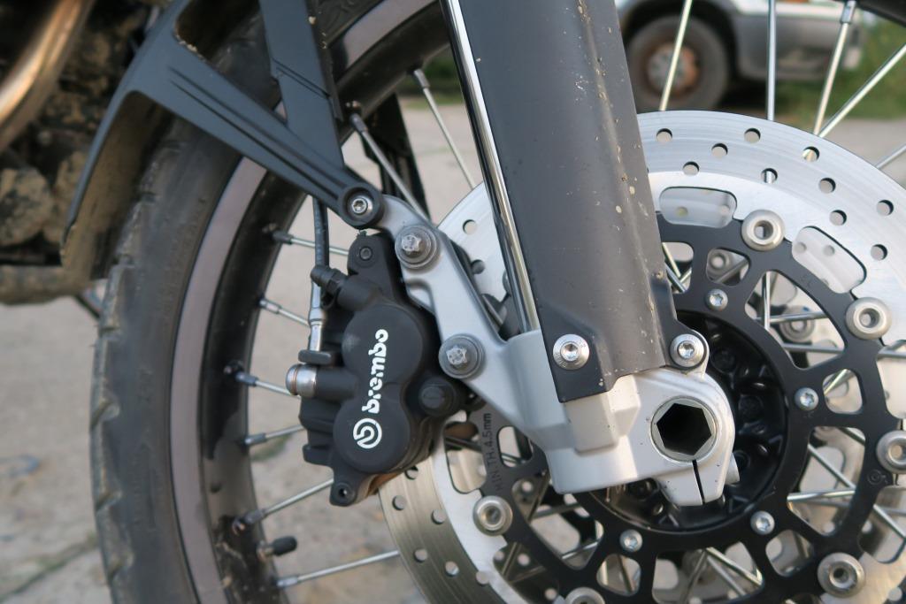 bmw_f800gs_hamulce_motocyklicznie