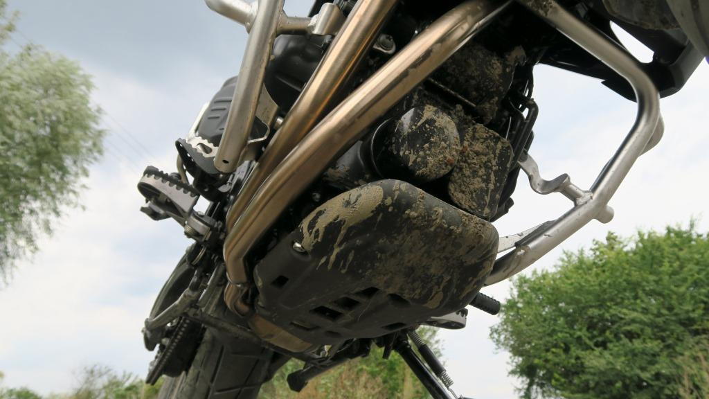 bmw_f800gs_plyta_pod_silnik_standard_motocyklicznie