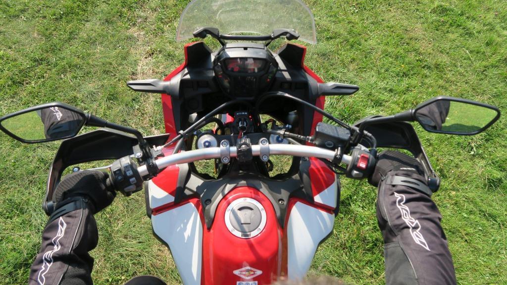 honda_africa_twin_kierownica_motocyklicznie