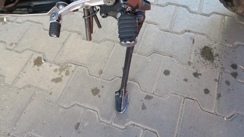 honda_africa_twin_stopka_boczna_motocyklicznie